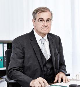 Hofrat (i.R.)<br /> Dr. Erich Rihs